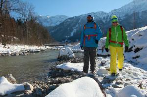 Vilstal mit verschneiten Winterwanderwegen.